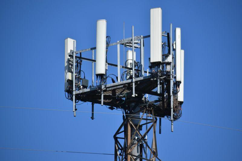 印度深信「5G散播新冠病毒」!民眾毀20座基地台慘遭斷網