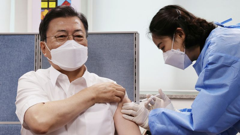 ▲韓國總統文在寅宣布,政府計劃投資2兆2000億韓元(約新台幣537億元)於COVID-19疫苗的研發與製造,目標讓韓國在2025年成為全球前5大相關疫苗生產國之一。資料照。(圖/美聯社/達志影像)