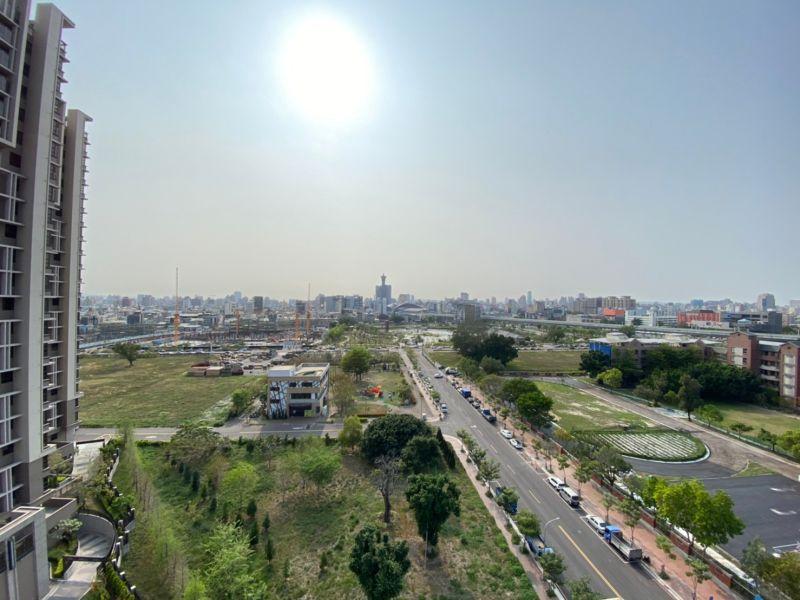 ▲台中東區的湖濱生態園區周邊,吸引自住客買進。(圖/NOWnews資料照片)