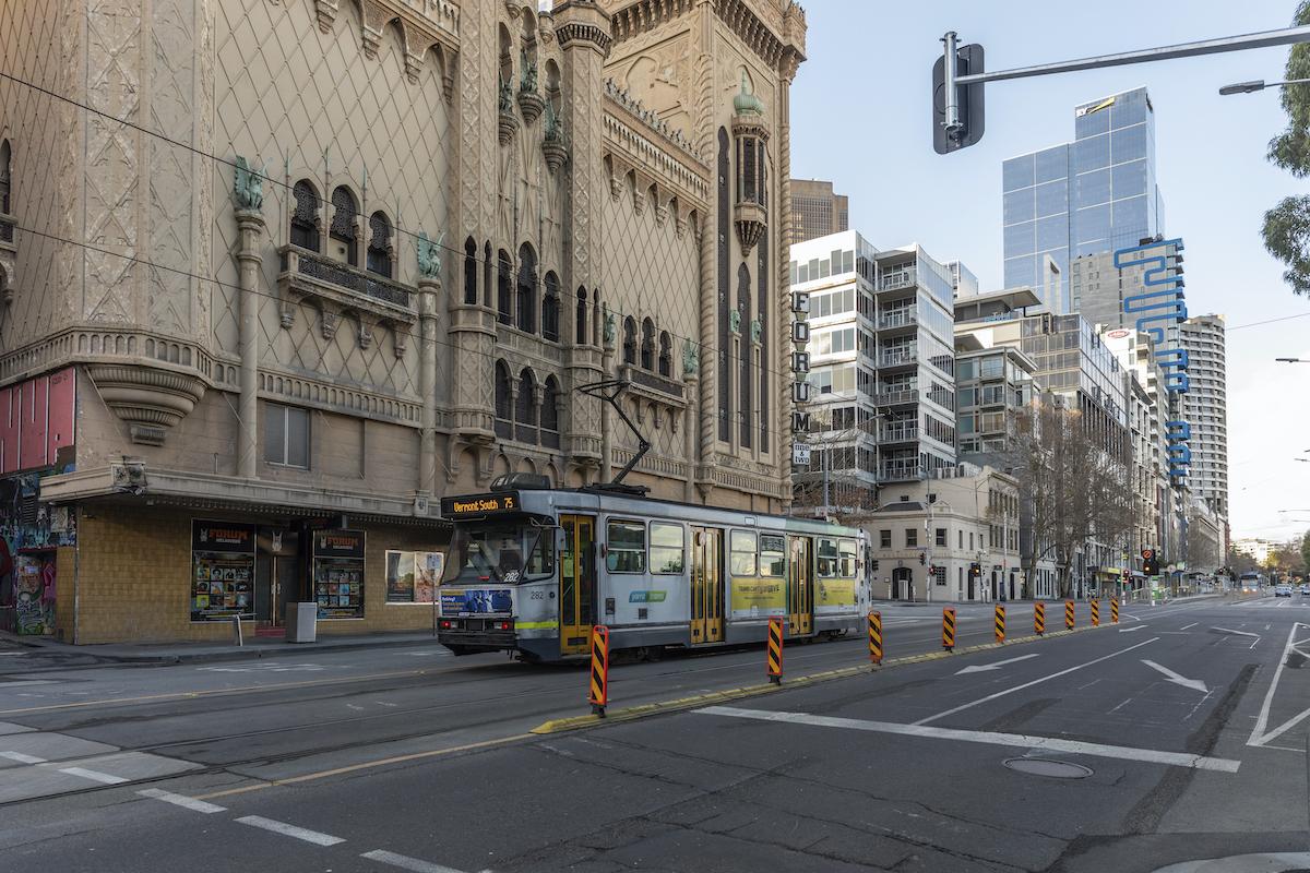 ▲澳洲維多利亞州首府墨爾本(Melbourne)累計已封城245天,成為COVID-19(2019冠狀病毒疾病)疫情爆發後全球累計封城最久的城市。資料照。(圖/美聯社/達志影像)
