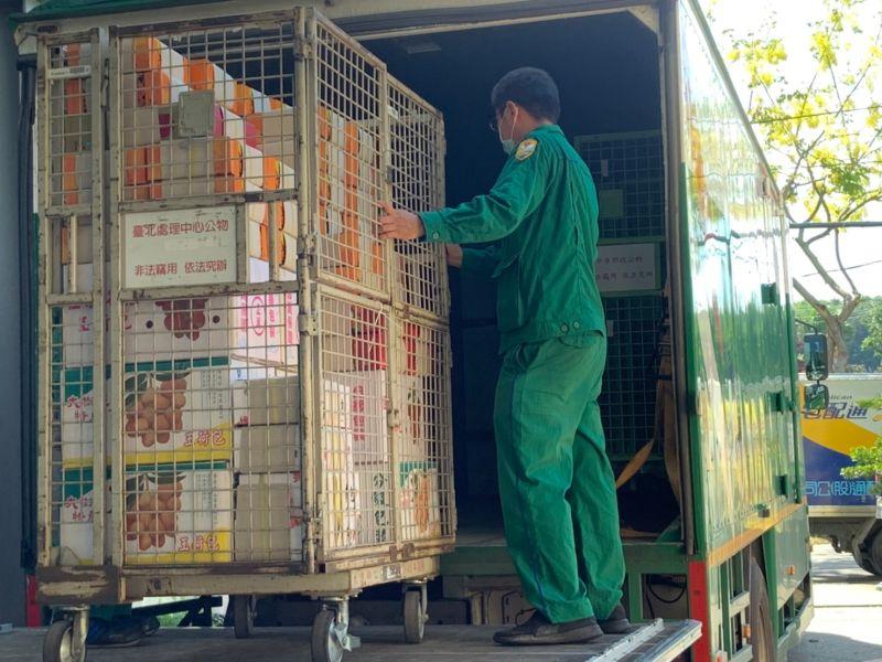 ▲大樹農會歐幸娟總幹事表示常溫配送只要隔天送達,品質依然良好。(圖/高市府提供)