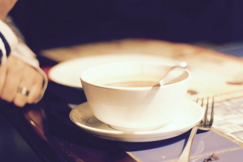 ▲苦瓜蛤蜊雞湯只要多「1步驟」,就可以輕易減少苦瓜的苦味,讓湯頭更加鮮美。(示意圖/翻攝自Pixabay)