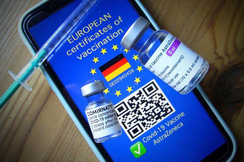 ▲日本正以歐盟為藍本,計畫推行疫苗護照制度。(圖/美聯社/達志影像)