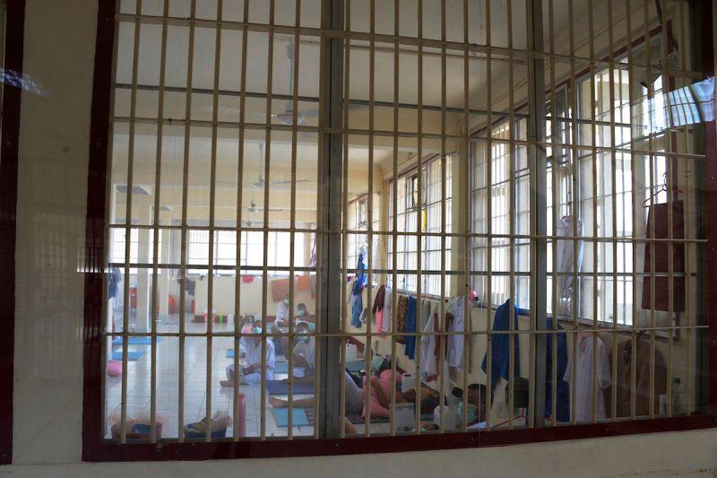 ▲泰國監獄空間狹小,導致群聚感染事件頻傳。資料照。(圖/美聯社/達志影像)