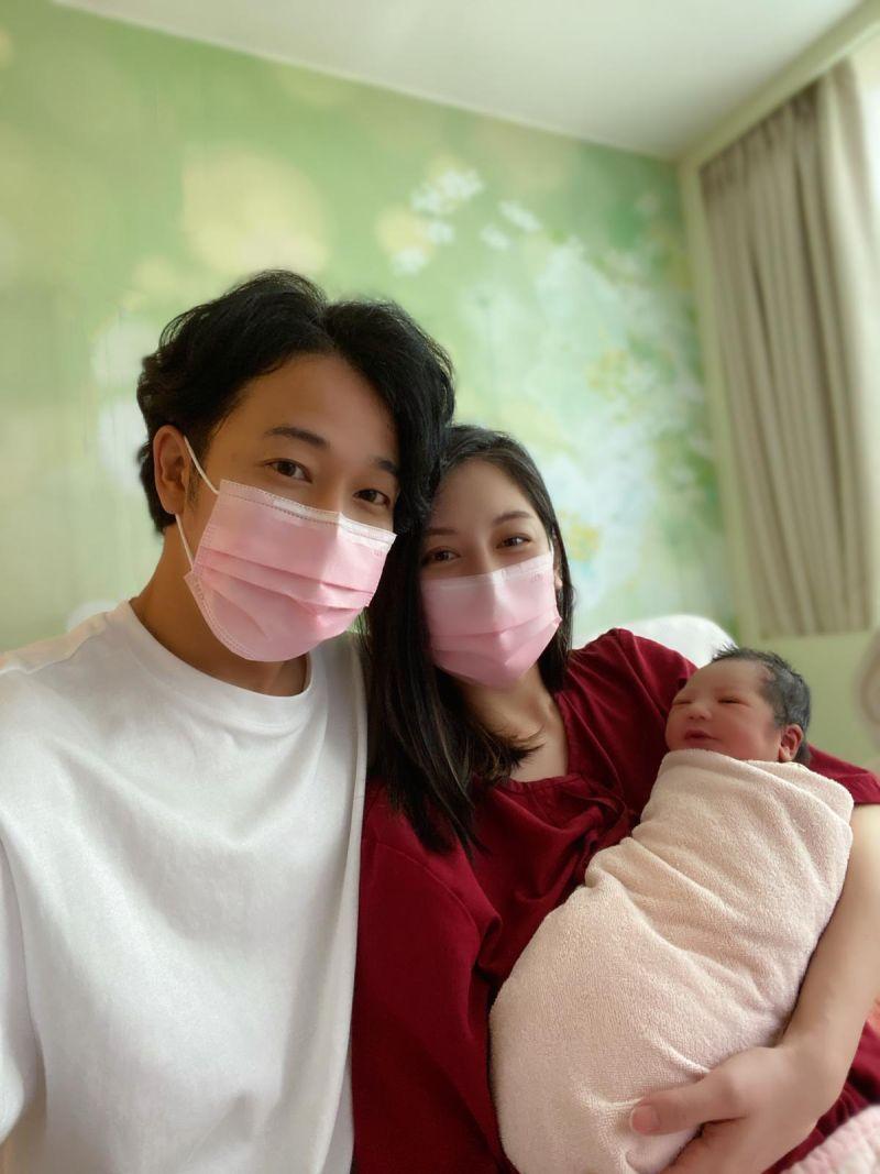 ▲廖奕琁(右)和老公鈴木有樹的女兒順利誕生。(圖/凱渥提供)