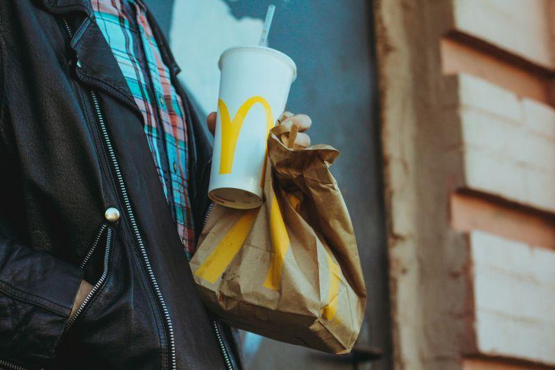 ▲麥當勞不僅獨特的薯條、雞塊風味受到眾人喜愛,其早餐時段也有大批忠實顧客每天上門購買。(示意圖/取自unsplash)