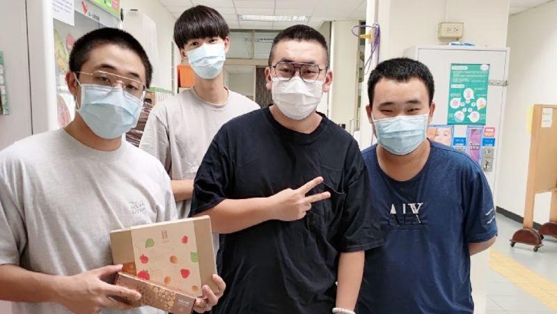 ▲因疫情嚴峻無法與家人團聚的學子,感受到台灣端午佳節的氛圍及溫暖。(圖/樹德科大提供)