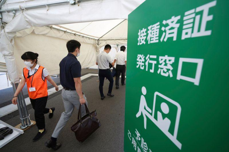 日本官員、大老闆插隊打疫苗 「上級國民」搶接種爆亂象