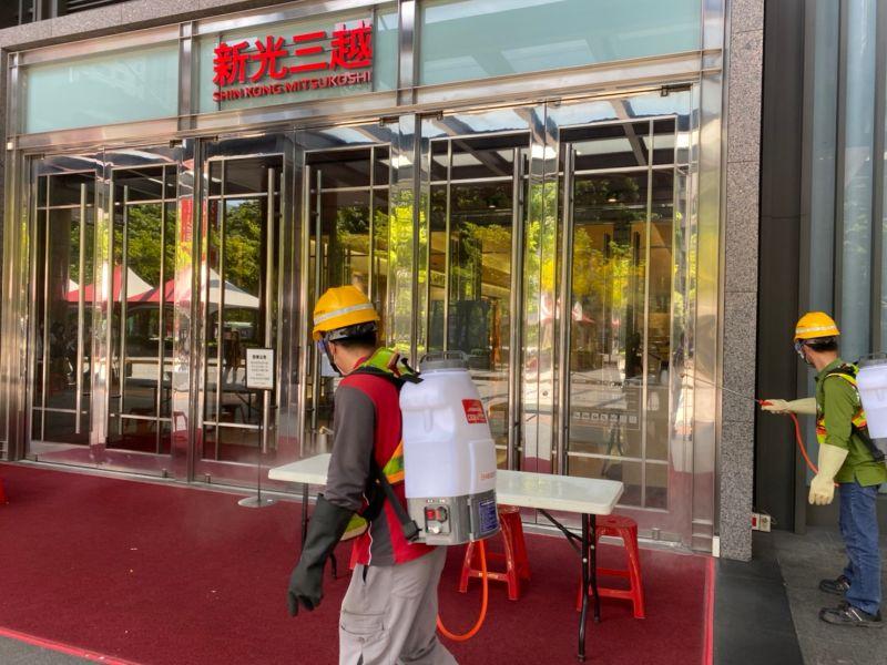 ▲台中新光三越危機解除,為強化環境清消, 12日再自主停業一天。(圖/市府提供)