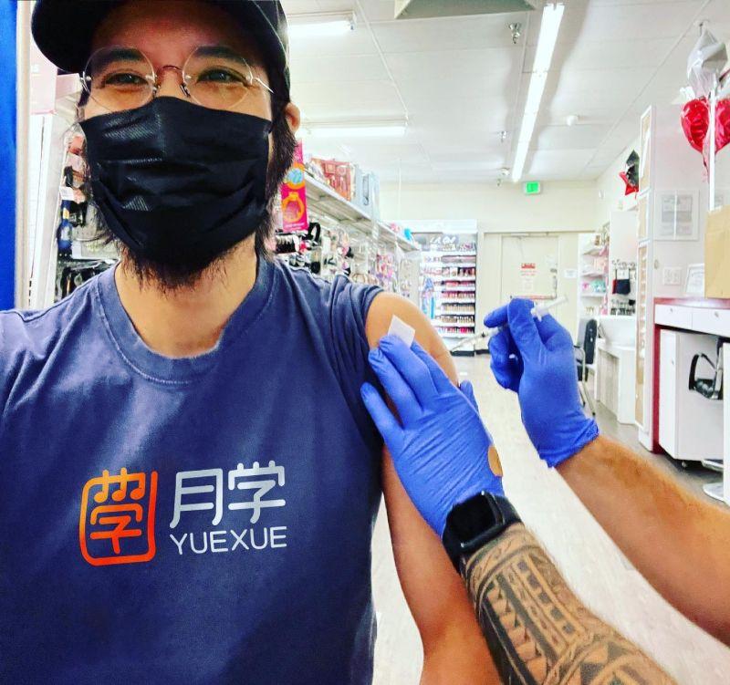▲王力宏公開施打疫苗的照片。(圖/翻攝王力宏臉書)