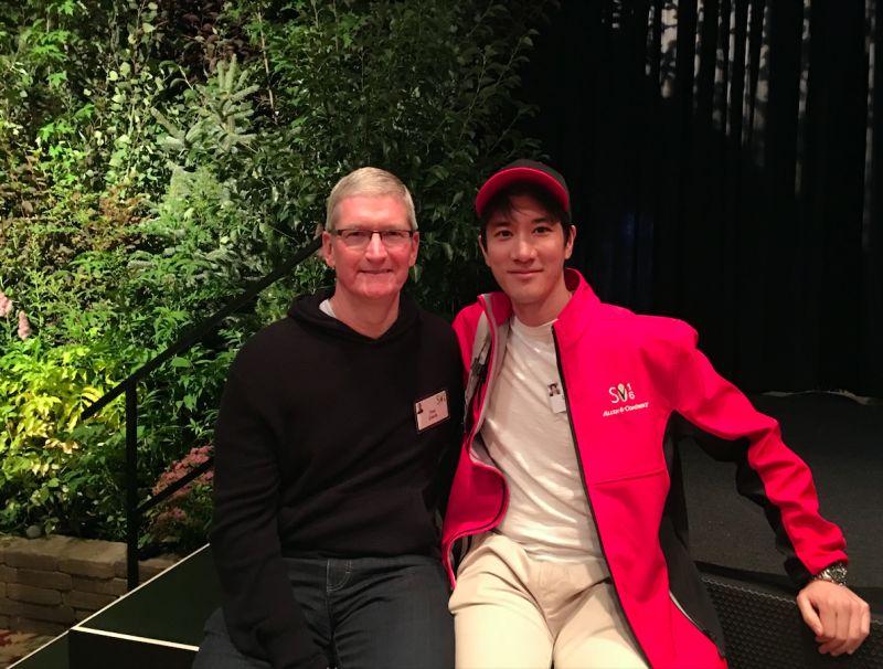 ▲王力宏(右)為了參與太陽谷峰會,所以在美國施打疫苗。(圖/宏聲音樂提供)