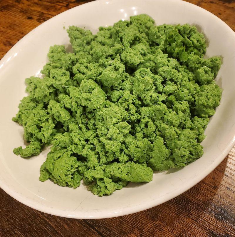 ▲許多網友猜測是花椰菜或抹茶,但其實是津木做的「歐姆蛋」。(圖/翻攝自《@kandumesss》Twitter
