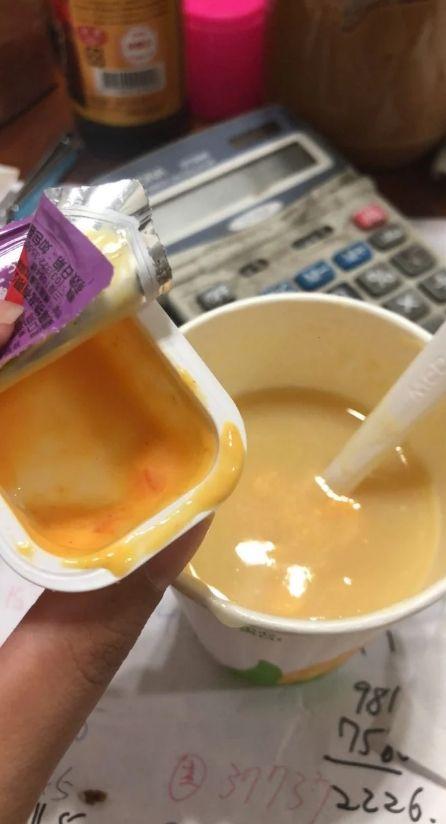 ▲原PO把沒沾完的肯瓊醬,加進玉米濃湯裡,變成辣味玉米濃湯。(圖/翻攝自《Dcard》
