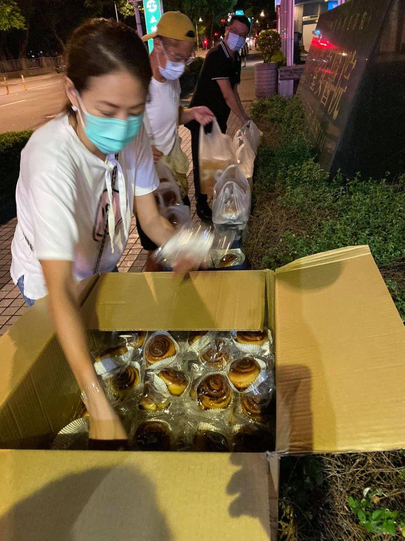 ▲▼賈永婕送宵夜給醫護人員。(圖/賈永婕臉書)