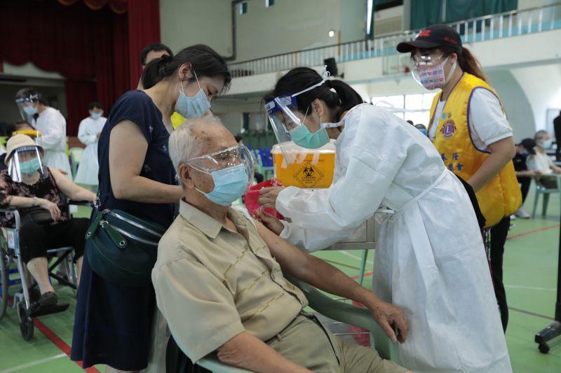 85歲以上今施打完畢 林右昌:80歲以上長者19、20日接種