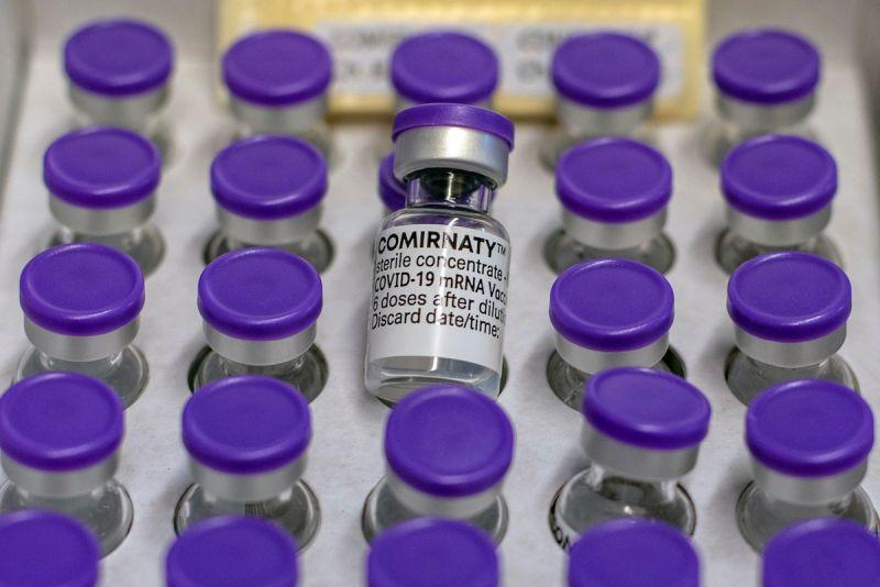 ▲英國研究顯示,接種2劑輝瑞疫苗或AZ疫苗能夠對Delta變種病毒產生有效保護力。(圖/美聯社/達志影像)