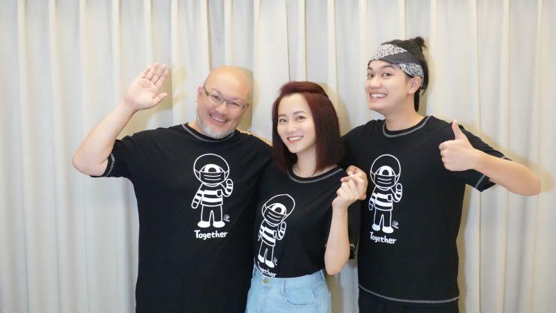 ▲劉亮佐(左起)、趙小僑、劉子銓全家一起參與公益活動。(圖/經紀人提供)