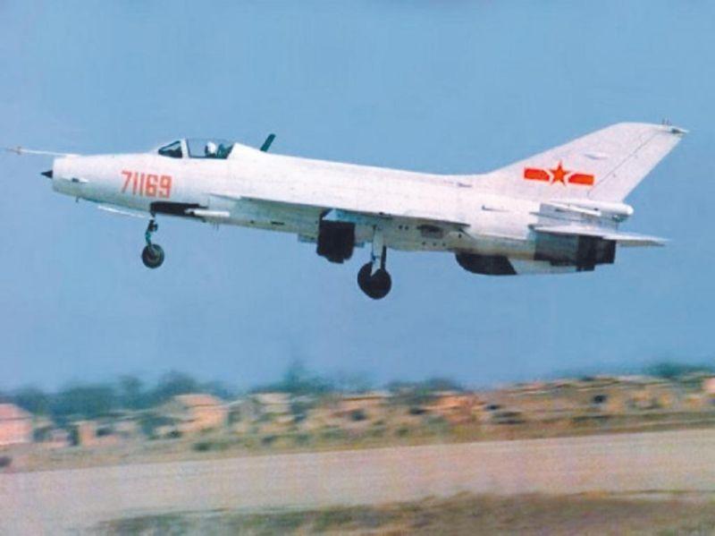 模擬米格機 美軍「假想敵」中隊曾買殲7訓練飛官