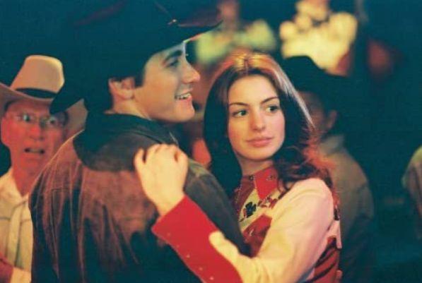 ▲安海瑟薇(右)在《斷背山》演傑克葛倫霍(Jake