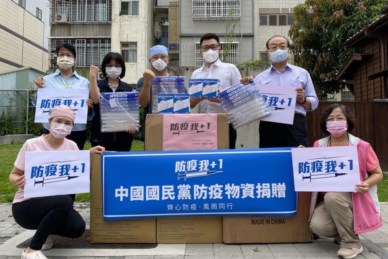 ▲國民黨主席江啟臣日前捐贈物品給第一線醫療人員。(圖/資料照片)