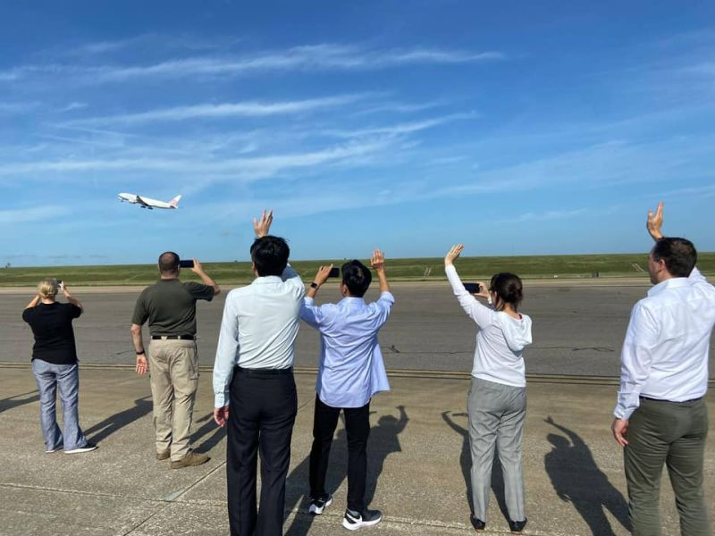 250萬劑疫苗起飛了!蕭美琴親曝機場畫面:美國加倍的愛