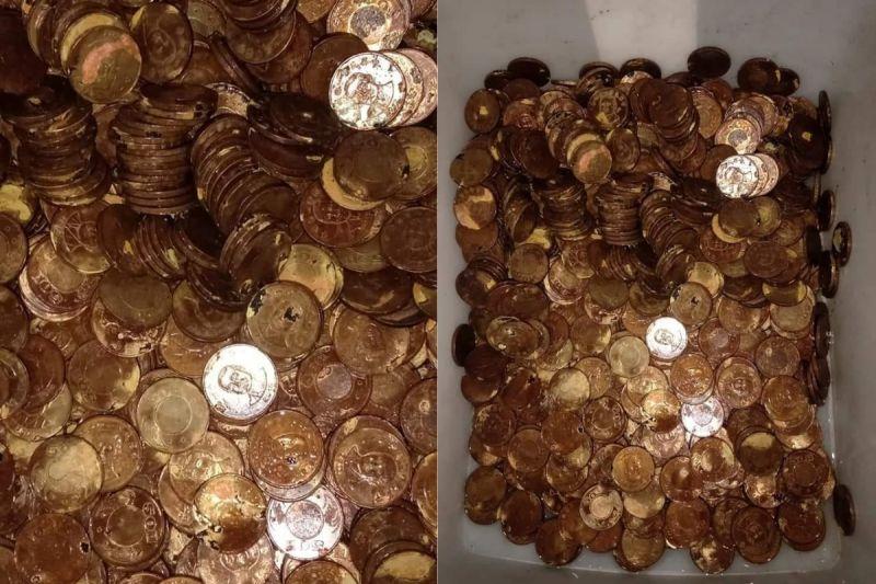 ▲原PO看著受損的硬幣,忍不住驚呼「是漂白水太強,還是材質有問題?」(圖/翻攝自《爆料公社(官方粉專專屬)》