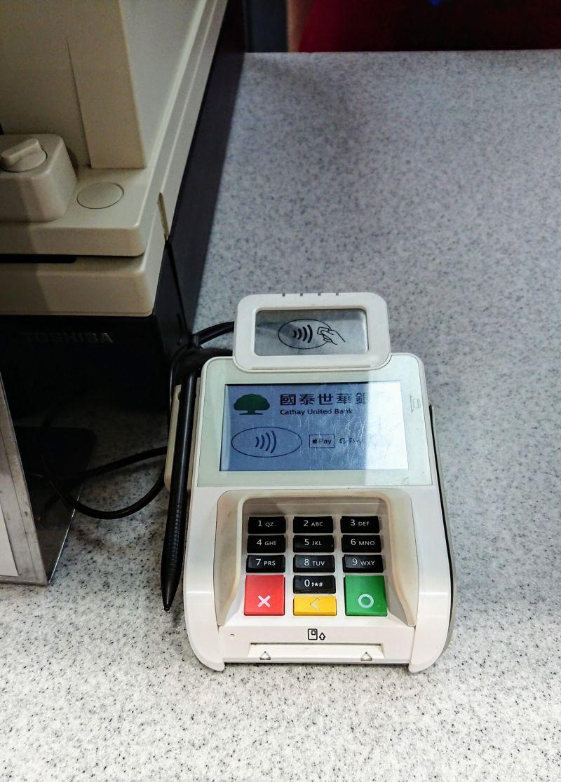 ▲好市多開放使用信用卡與電子支付。(圖/翻攝自《Costco好市多消費經驗分享區》)