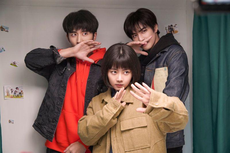 ▲張新成(左起)、譚松韻、宋威龍3人戲外也有好交情。(圖/中天娛樂台提供)