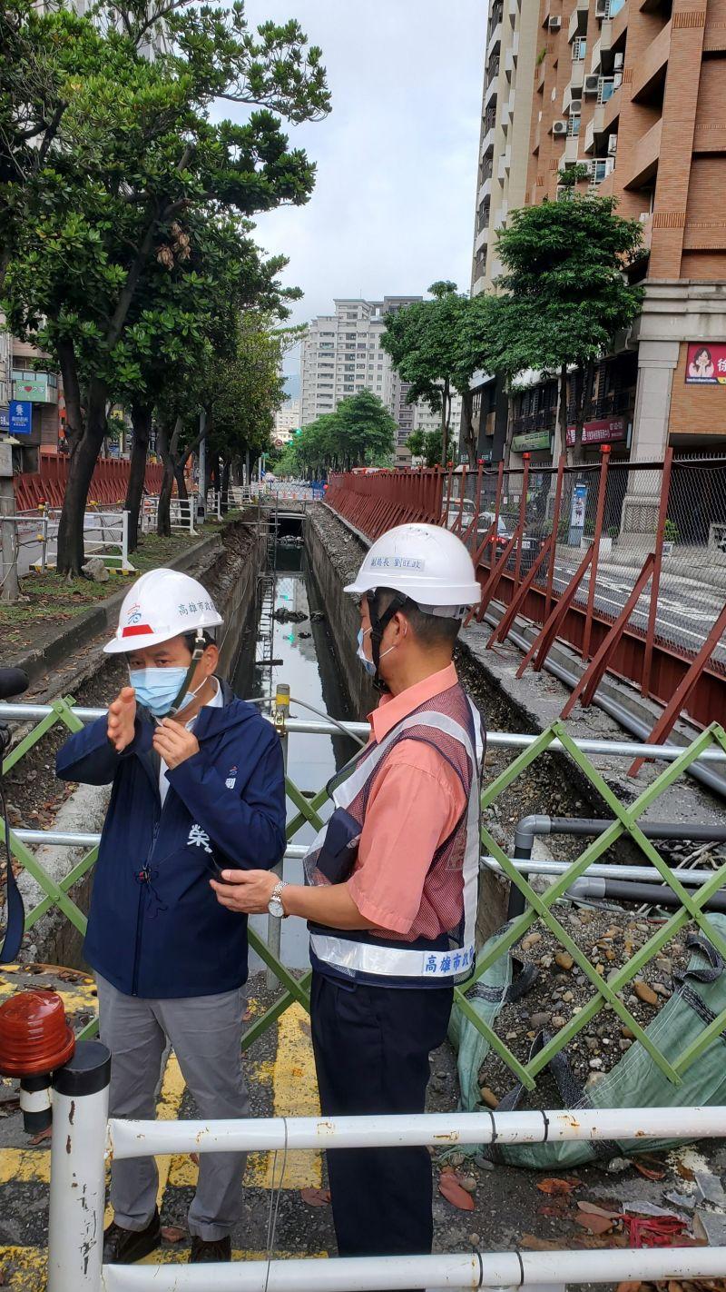 ▲林欽榮要求捷運局確實掌握工程進度,以確保111年底輕軌C20~C24如期完工通車。(圖/高市府捷運局提供)