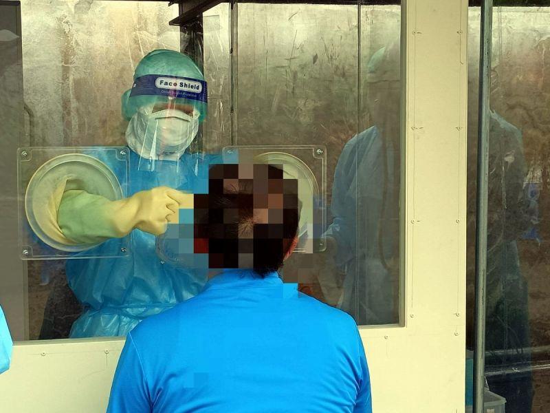 ▲防堵北農染疫風暴,屏東縣政府今天(22日)三家醫院共有51人快篩,全數陰性,另送PCR的檢測結果則尚未完成。(圖/屏東縣政府提供,