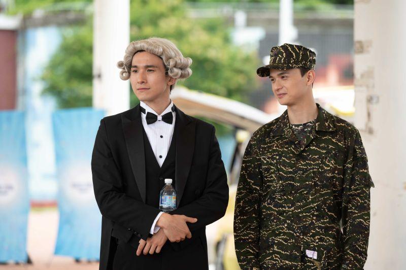 ▲張瀚元(左)扮貝多芬、尹彥凱扮軍人教官。(圖/TVBS提供)
