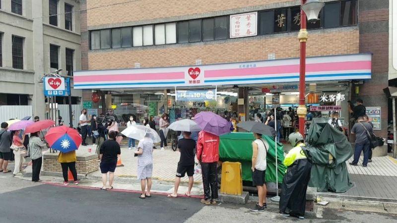 家用快篩爆搶購潮 超商超市急追加開賣