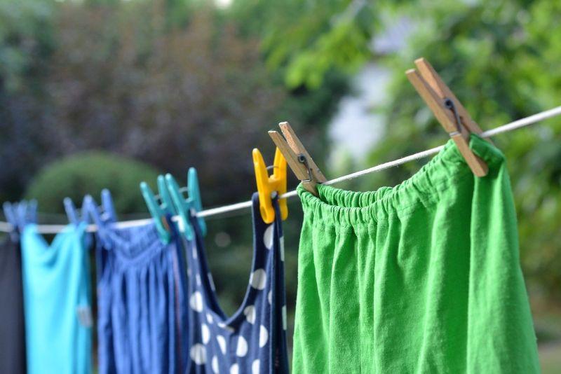 ▲事實上,就有許多專家在網路上表示,新衣服中的「甲醛殘留」、「染料」和「寄生蟲」為三個重點,要特別去注意。(示意圖/取自pixabay)