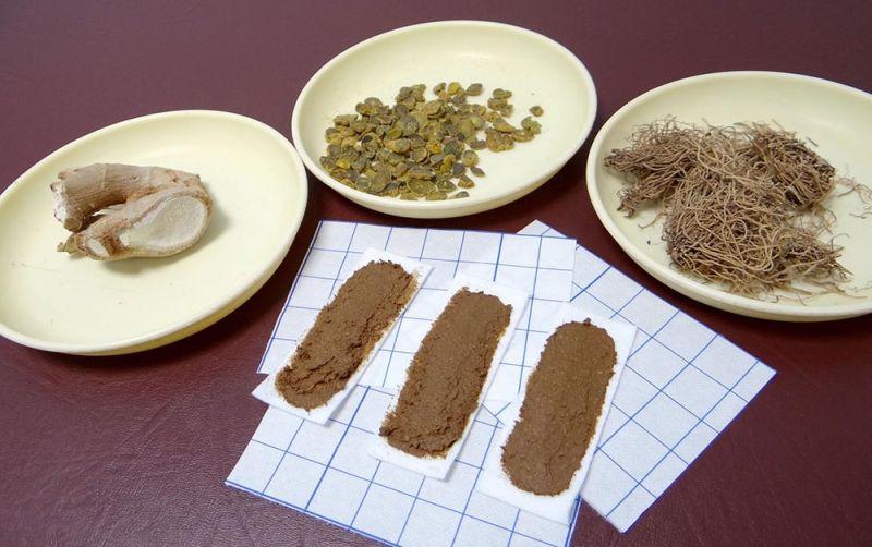 ▲三伏貼敷貼主要藥材,由左至右為生薑、元胡及細辛(圖/奇美醫學中心提供)