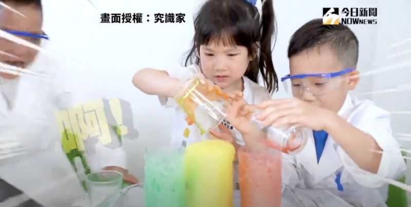▲利用小蘇打粉和醋,即可做出類似火山噴發的效果。(圖/究識家