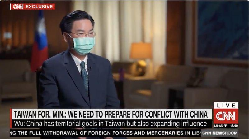 ▲外交部長吳釗燮接受《CNN》專訪,指出台灣必須為「隨時都可能發生的軍事衝突」做好準備。(圖/翻攝自《CNN》)