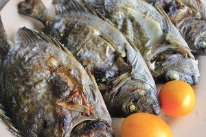 ▲魚在下鍋之前「可以在表面塗上一層雞蛋液」,塗上蛋液能夠很好的防止煎魚時黏鍋。(示意圖/翻攝Pixabay)