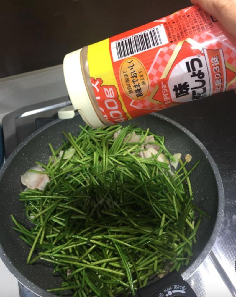 ▲原PO表示,清炒水蓮吃得有點膩,不知還有什麼料理方式。(圖/翻攝自《Costco好市多