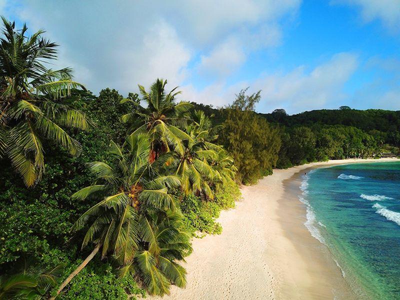▲斐濟對抗Delta變異株疫情之際,打算在11月前重新開放國際觀光客入境,重建遭疫情摧殘的經濟,不過反對派對此事提出批評。(圖/翻攝自Pixabay)