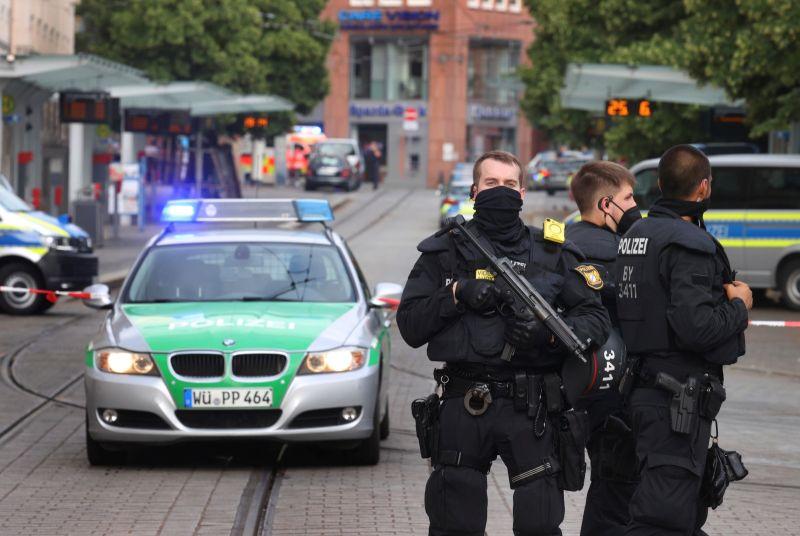 ▲德國警方表示,1名索馬利亞籍男子在德國南部城市烏厄茲堡(Wuerzburg)持刀行凶,造成3人死亡和多人受傷,其中一些傷勢嚴重。(圖/美聯社/達志影像)