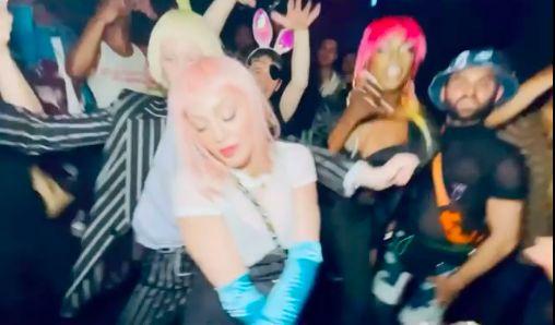 ▲瑪丹娜性感現身紐約夜店。(圖/翻攝瑪丹娜IG)