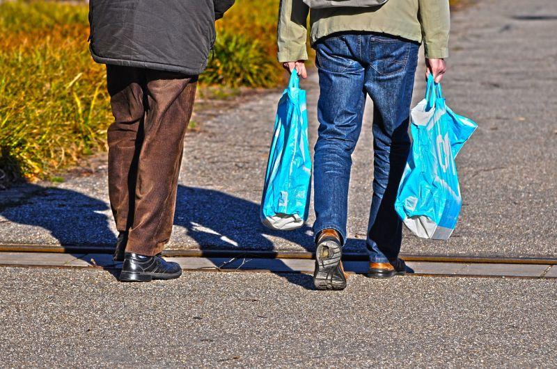 ▲台灣要求販賣的塑膠袋厚度較厚,若轉移自備購物袋的顧客比例不夠高,反而會增加塑膠使用量。(示意圖/翻攝自pixabay)