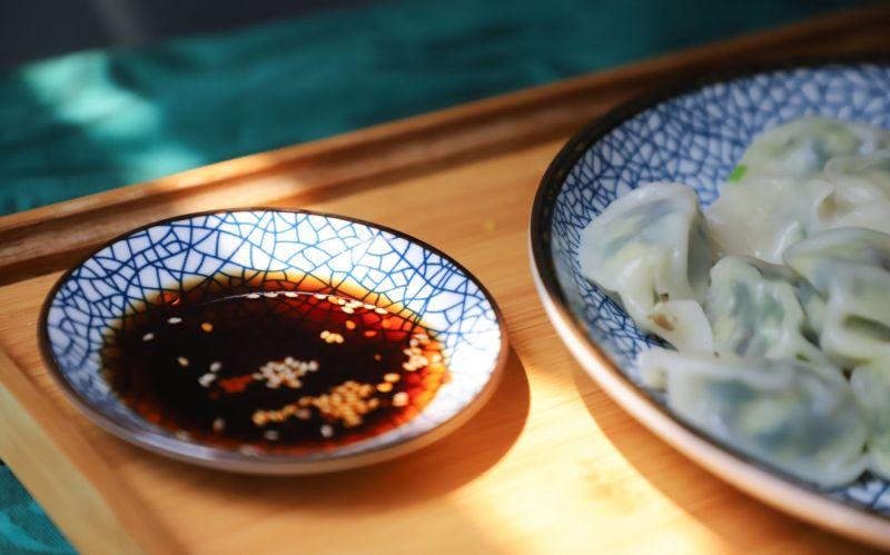 ▲許多網友認為,水餃餡味道就滿重的,不適合沾醬油,而白醋能解膩。(示意圖/翻攝自《pexels》