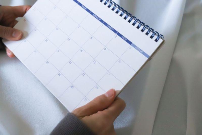 ▲一名女網友好奇詢問「整年最討厭的月份」,隨後她也分享自己的答案,瞬間引來眾人認同表示「真的超不舒服!」(示意圖/翻攝photoAC)