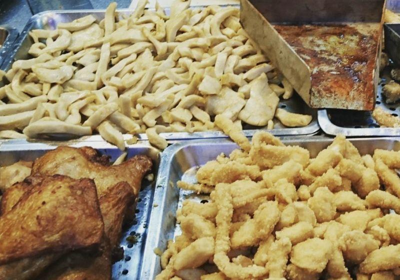 ▲台灣的小吃「鹹酥雞」炸得金黃酥脆,灑上胡椒粉再搭上九層塔香氣逼人,深受不少民眾喜愛。(示意圖/讀者提供)