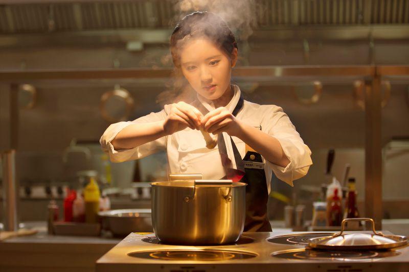 ▲大陸「甜劇女王」趙露思熱愛台灣美食。(圖/中天娛樂台提供)