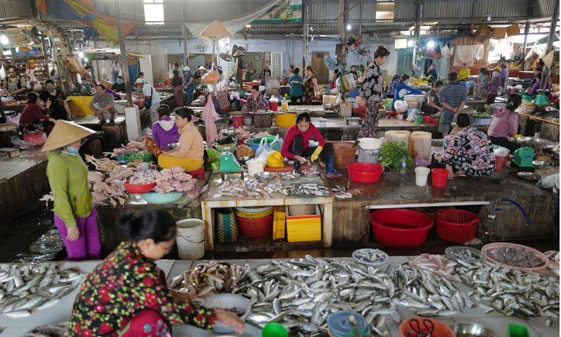 越南傳統市場爆發新冠疫情 緊急關閉胡志明市最大市場