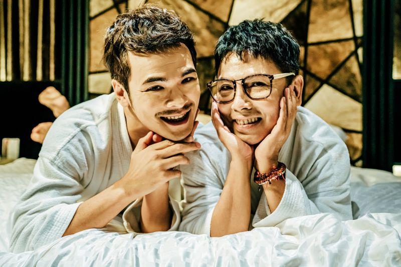 ▲郭蘅祈(右)、蘇達演出一對生理男性的好姊妹。(圖/GagaOOLala提供)