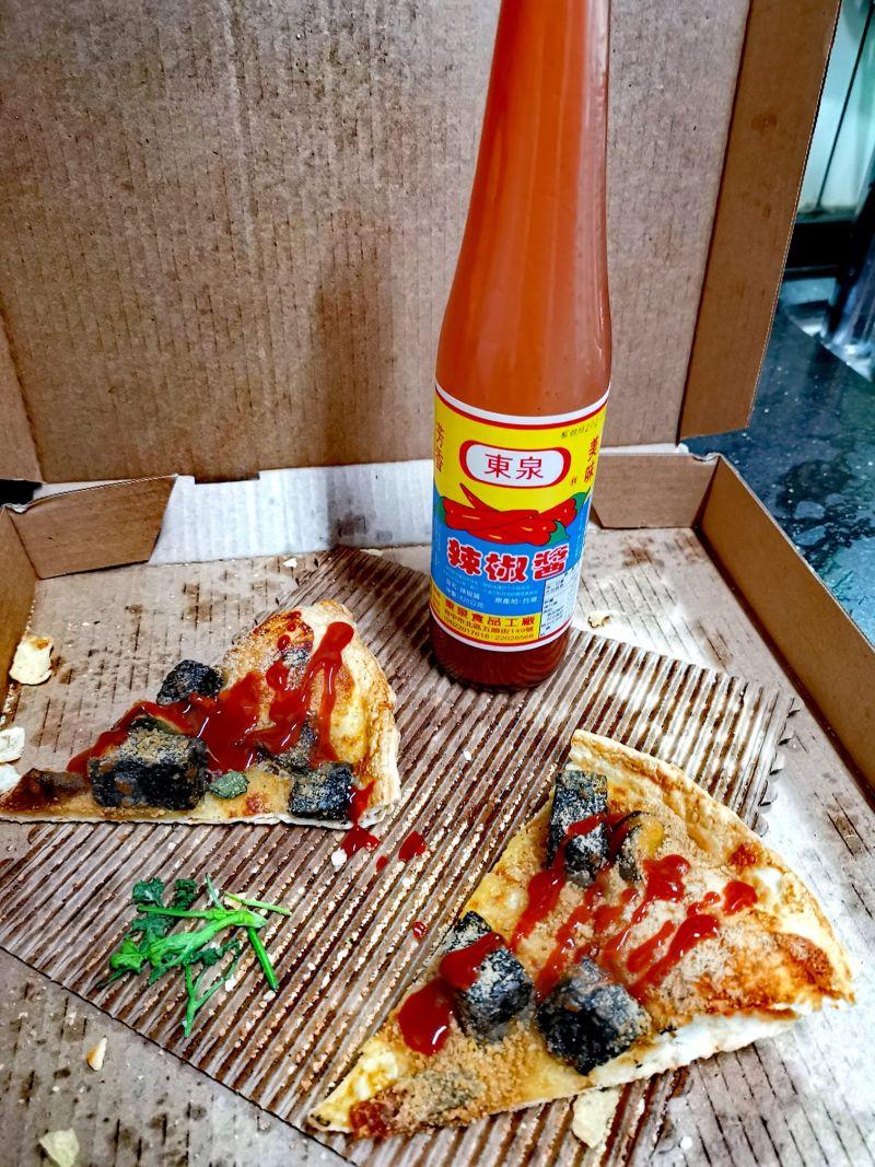 ▲有網友提供加辣椒醬的吃法,口感層次不同。(圖/爆怨2公社)