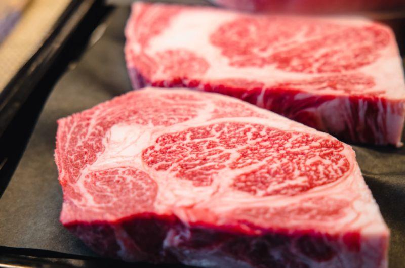 ▲日本一對夫妻因為到了好市多一口氣買了37公斤的肉品,將冰箱塞得滿滿的畫面讓網友戲稱是「犯罪現場」。(示意圖/取自unsplash)